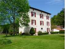 Vivienda unifamiliar for sales at Family house in Cambo les Bains  Biarritz, Aquitania 64200 Francia