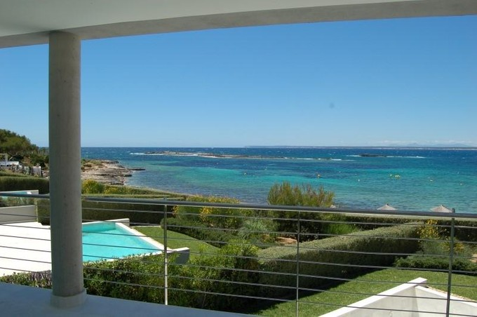 Appartement for sales at Appartement en front de mer, plage d'Es Trenc  Colonia De Sant Jordi, Majorque 07638 Espagne