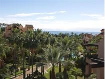 Квартира for sales at Beachside duplex- penthouse    Marbella, Costa Del Sol 29679 Испания