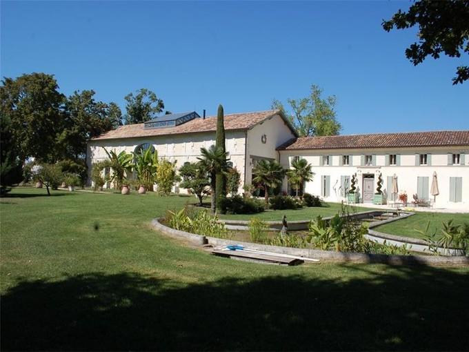Other Residential for sales at Propriété Saintongeaise   Mortagne, Poitou-Charentes 17120 France