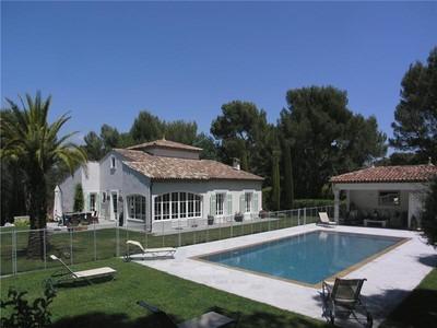 Apartamentos multi-familiares for sales at SUPERB PROPERTY-EXCLUSIVE CLOSED DOMAIN  Mougins, Provença-Alpes-Costa Azul 06250 França