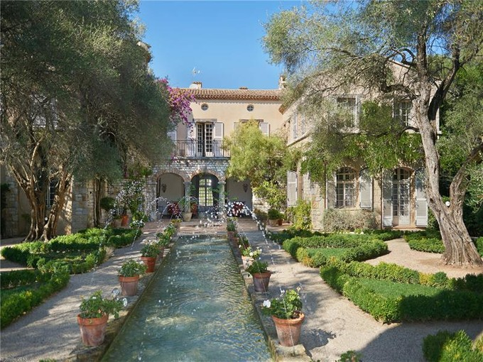 Otros residenciales for sales at Sumptuous private domain boarding the Golf of Biot    Other Provence-Alpes-Cote D'Azur, Provincia - Alpes - Costa Azul 06160 Francia