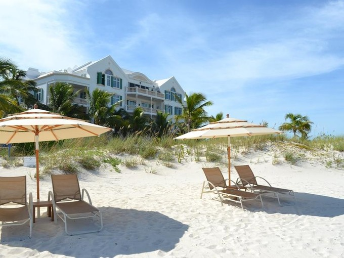 Piso for sales at Point Grace Suite E102 Oceanfront Grace Bay, Providenciales TCI BWI Islas Turcas Y Caicos