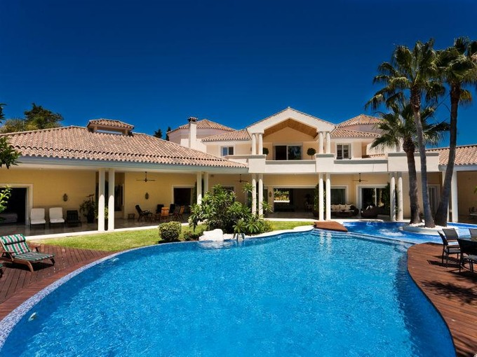 Einfamilienhaus for sales at Magnificent villa walking distace to the beach  Marbella, Costa Del Sol 29600 Spanien