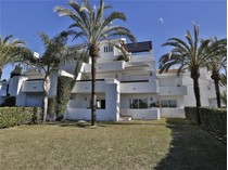 Căn hộ for sales at Delightful apartment in front line beach position  Marbella, Costa Del Sol 20980p Tây Ban Nha