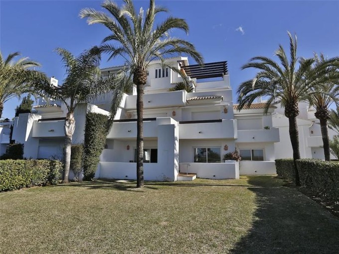 Apartment for sales at Delightful apartment in front line beach position  Marbella, Costa Del Sol 20980p Spain