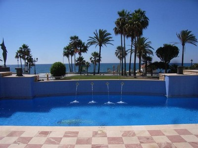 Appartement for sales at Modern apartment located on the beachside  Marbella, Costa Del Sol 29679 Espagne