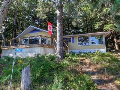 Частный односемейный дом for sales at Waterfront Cottage on Bigwin Island 52 Bigwin Island Lake Of Bays, Онтарио P0A1H0 Канада