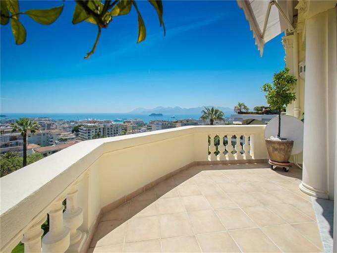 Appartement for sales at Luxueux 4 pièces à vendre en dernier étage avec vue mer panoramique  Cannes, Provence-Alpes-Cote D'Azur 06400 France