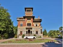 Moradia for sales at Stunning lakefront castle Stresa Stresa, Verbano Cusio Ossola 28836 Itália