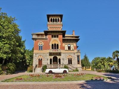 Casa para uma família for sales at Stunning lakefront castle Stresa Stresa, Verbano Cusio Ossola 28836 Itália