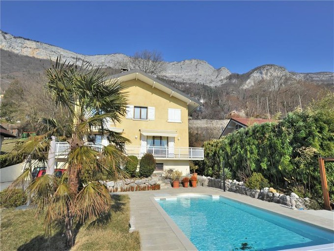 Villa for sales at Beautiful property close to the lake  Veyrier, Rhone-Alpes 74290 France