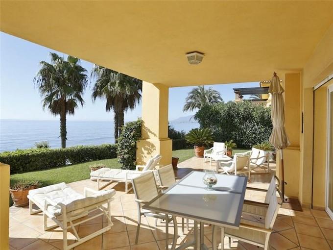 Apartamento for sales at Inmejorable ubicación en primera línea de playa  Marbella, Costa Del Sol 29600 España