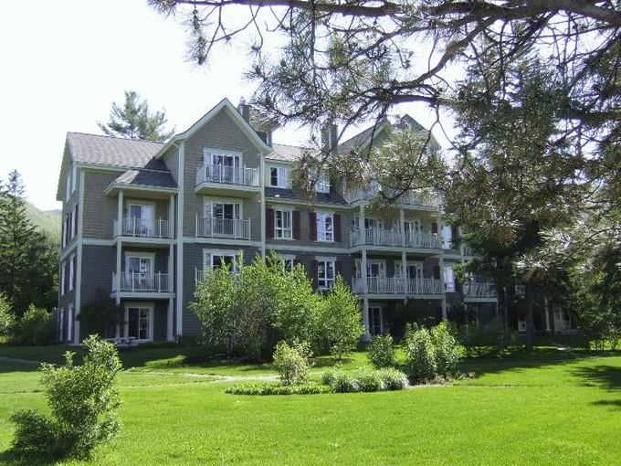Condominio for sales at Chemin du Curé-Deslauriers   Mont-Tremblant    Mont-Tremblant, Quebec J8E1C9 Canadá