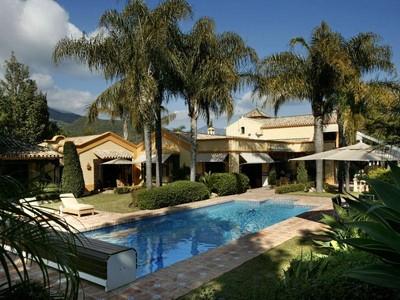 Maison unifamiliale for sales at Exclusive ´Relais-Chateaux´ style home  Marbella, Costa Del Sol 29600 Espagne