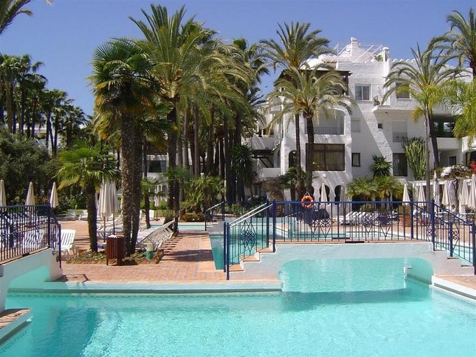 Квартира for sales at Beautiful apartment close to Puerto Banus  Marbella, Costa Del Sol 013948p Испания