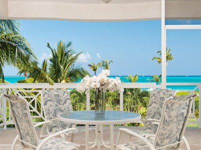 Condomínio for sales at The Grandview - Suite 206 Beachfront Grace Bay, Providenciales TCI BWI Turks E Caicos