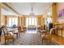 Appartement for sales at Apartment - Faisanderie    Paris, Paris 75116 France