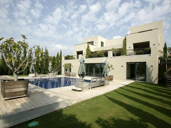 Einfamilienhaus for sales at Modern Property In Europes Most Prestigious Estate   Benahavis, Costa Del Sol 29679 Spanien