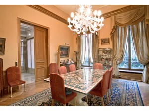 Additional photo for property listing at Charming Private Mansion - Triangle d'Or  Paris, Paris 75008 France