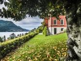 Villa for vendita at Elegante villa di charme sul Lago di Como  Laglio,  22010 Italia