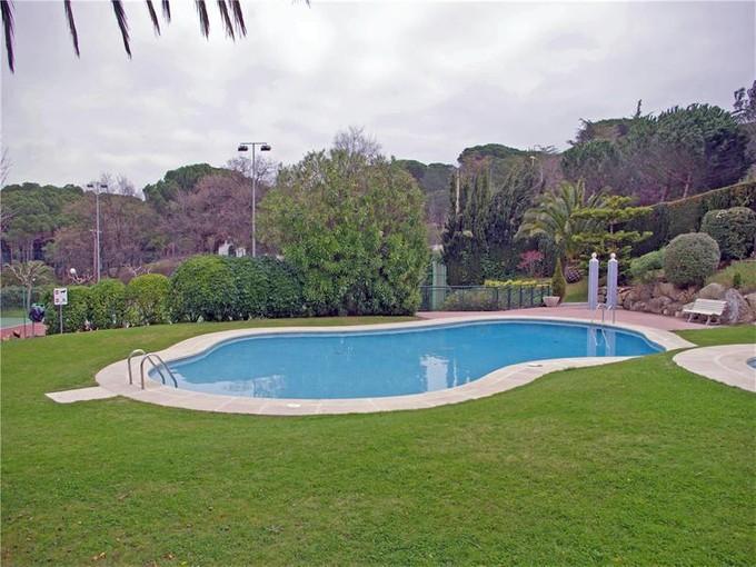 Apartment for sales at Ground floor apartment in great community  Platja D Aro, Costa Brava 17250 Spain