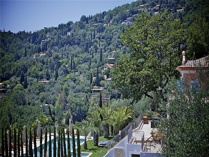 Многосемейный дом for sales at Private estate with three newly built villas, a mu  Grasse, Прованс-Альпы-Лазурный Берег 06130 Франция