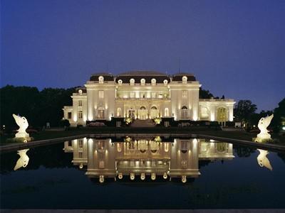 Villa for sales at Mansion in Buenos Aires KM 33 Autopista La Plata Berazategui, Buenos Aires ---- Argentina