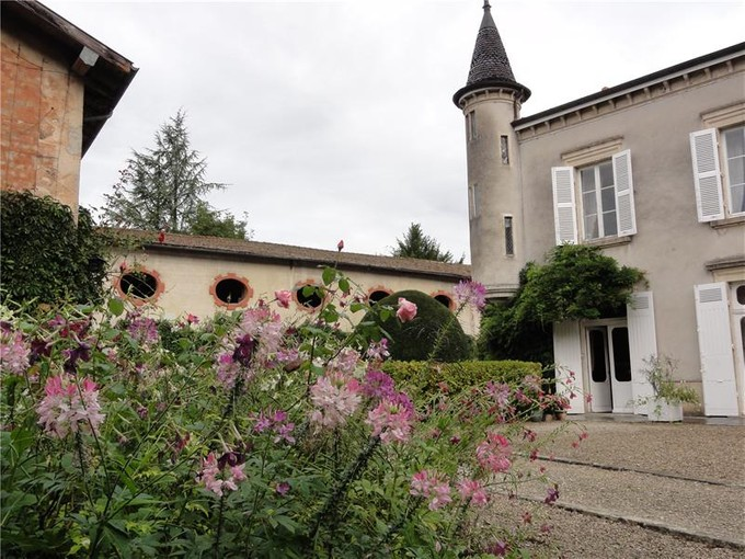 Outros residenciais for sales at 18th century estate  Lyon, Rhone-Alpes 01320 França
