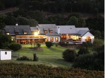 农场 / 牧场 / 种植园 for sales at Upper Constantia, with Majestic Views of the Slope  Cape Town, 西开普省 7806 南非