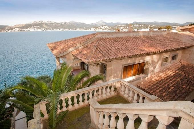 단독 가정 주택 for sales at Seafront Villa with sea access in Santa Ponsa  Santa Ponsa, 말로카 07181 스페인