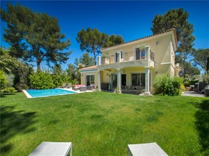 for En venta at newly built contemporary house    Mougins, Provincia - Alpes - Costa Azul 06250 Francia