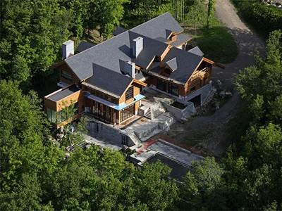 Nhà ở một gia đình for sales at Village Mont-Tremblant  Mont-Tremblant, Quebec J8E 1B4 Canada