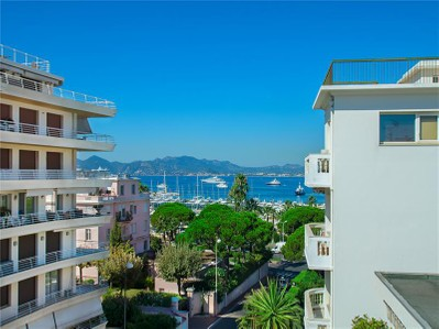 Appartements for sales at Penthouse de luxe à vendre à Cannes Palm Beach  Cannes, Provence-Alpes-Cote D'Azur 06400 France