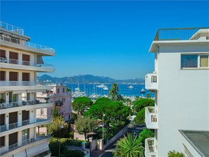 Apartment for Sales at Luxury Penthouse for sale in Cannes Palm Beach  Cannes, Provence-Alpes-Cote D'Azur 06400 France