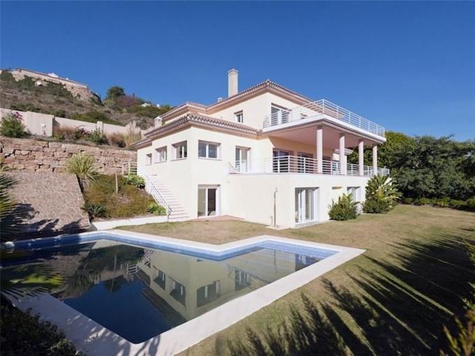 Maison unifamiliale for sales at Lovely new built villa close to the golf    Benahavis, Costa Del Sol 29679 Espagne