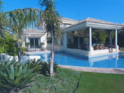 獨棟家庭住宅 for sales at Villa built as an island in swimming pool  Marbella, Costa Del Sol 29600 西班牙