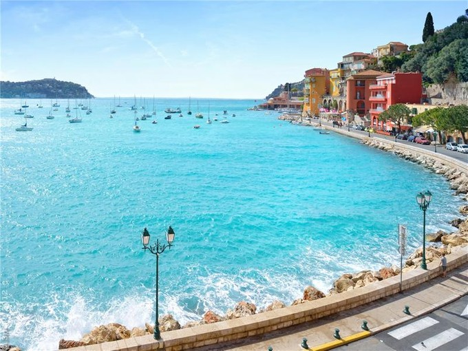 Appartement for sales at Sole Agent - Rare apartment in enviable position   Villefranche, Provence-Alpes-Cote D'Azur 06230 France