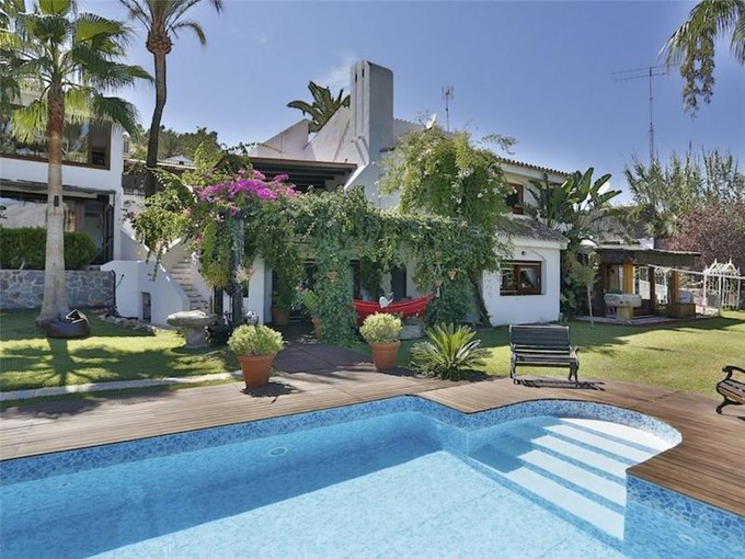 独户住宅 for sales at Stylish property offering delightful views.  Marbella, Costa Del Sol 29660 西班牙