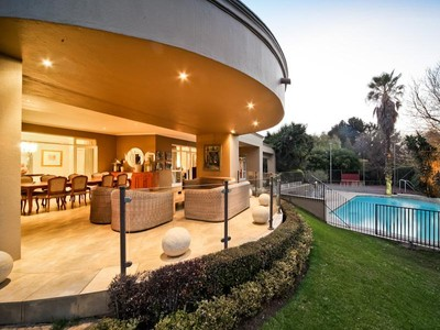 Moradia for sales at Magnificent family home  Johannesburg, Gauteng 2000 África Do Sul