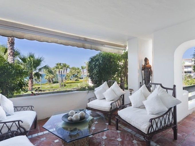 Apartamento for sales at Spectacular frontline beach apartment  Marbella, Costa Del Sol 29600 España