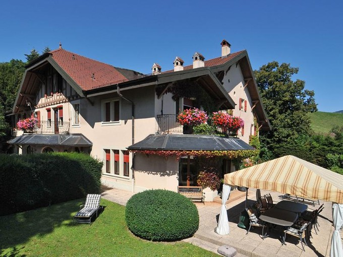 Vivienda multifamiliar for sales at Charm and generous living space  Chardonne, Vaud 1805 Suiza