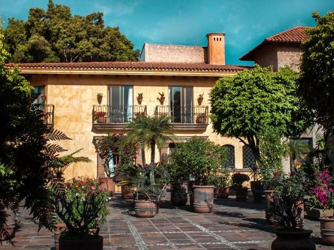 Частный односемейный дом for sales at Residencia Las Fuentes  Guadalajara, Jalisco 45019 Мексика