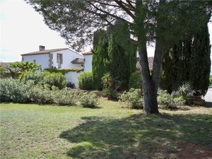 Additional photo for property listing at NARBONE PROPERTY BETWEEN SEA AND VINEYARD  Narbonne, Лангедок-Руссильон 11000 Франция