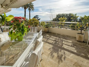 Additional photo for property listing at Sea view and vast terrace  Cannes, Provence-Alpes-Cote D'Azur 06400 France