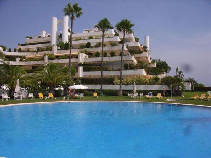 Apartamento for sales at Spacious apartment with stunning views  Marbella, Costa Del Sol 29600 Espanha