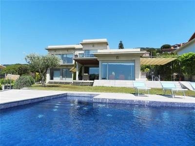 獨棟家庭住宅 for sales at Modern chalet with great Mediterranean views   Teia, Barcelona 08327 西班牙