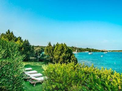 Частный односемейный дом for sales at Единственная в своем роде вилла на берегу Порто Черво Porto Cervo Porto Cervo, Olbia Tempio 07021 Италия
