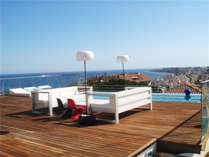 Maison unifamiliale for sales at Villa domotique près du club nautique  Blanes, Costa Brava 17300 Espagne