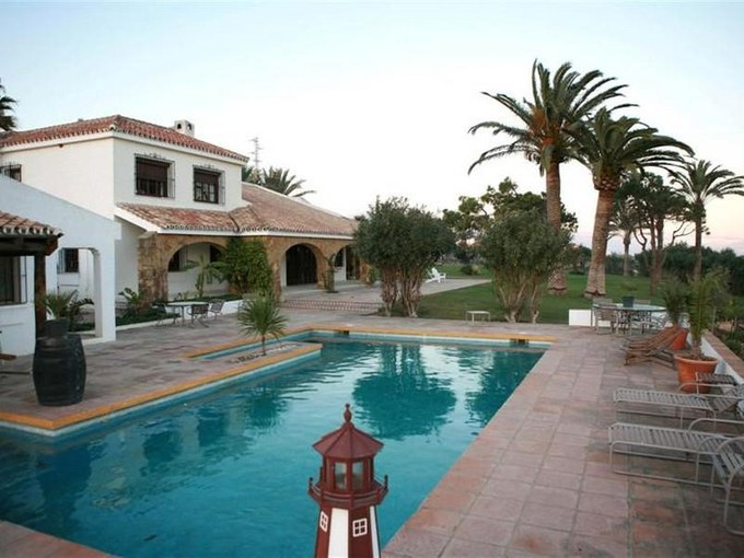 Ferme / Ranch / Plantation for sales at Finca with horses, stables, paddock, and tennis co  Estepona, Costa Del Sol 29691 Espagne